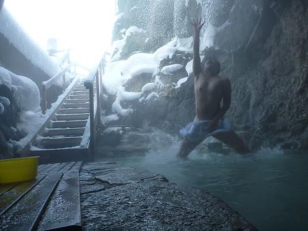 松楓荘の岩風呂14(2011.12.21)ジャンプ