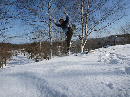 深雪のさくら公園01(2012.1.19)ジャンプ!