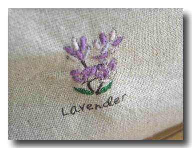 ラベンダーのイラストに刺繍