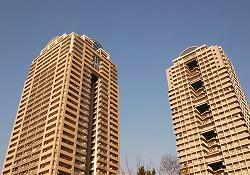 高層マンションなら資産価値も落ちづらいので、購入の方が得。