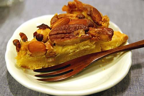 春の宴 友人の叔母さん手作りのナッツたっぷりケーキ
