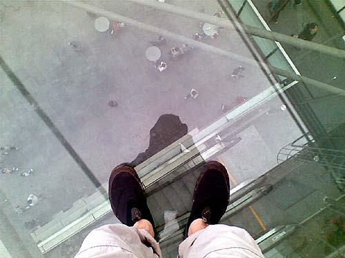 グランドプラザのガラスの屋根の上にて