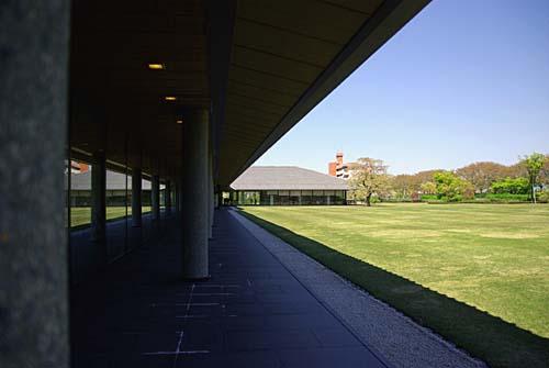 富山県水墨美術館 中庭