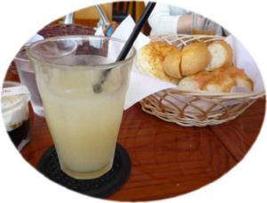 明太パンとグレープフルーツジュース