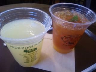 しぼりたてグレープフルーツジュース ¥400  オレンジティー ¥400