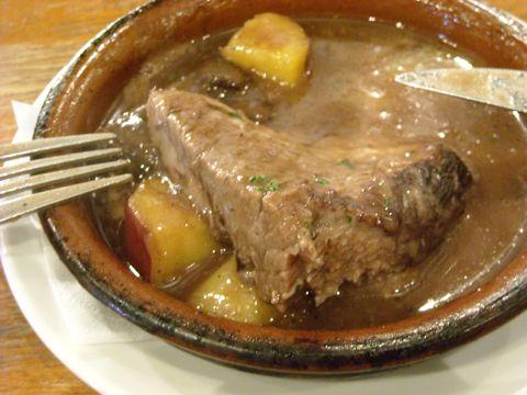 牛バラ肉赤ワイン煮込み