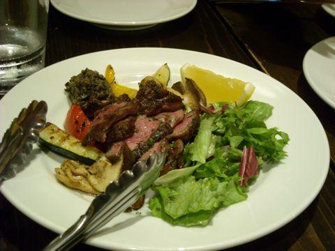 仔羊と野菜の炭火焼