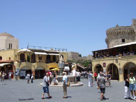 イポクラツース広場