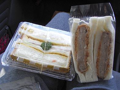 朝食のサンドイッチ