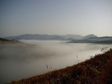 秋吉台の「霧の河」-1