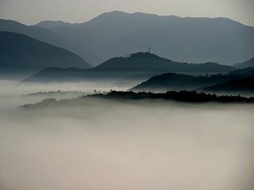 秋吉台の「霧の河」-2