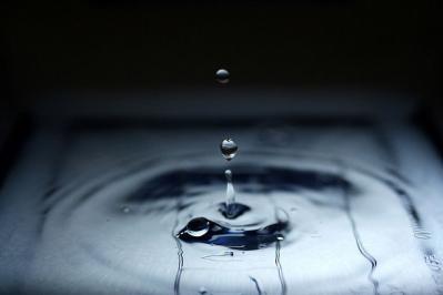 水 水滴 瞬間 透明感