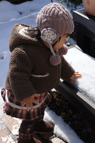 雪にタッチ~!