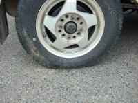 タイヤがつぶれています