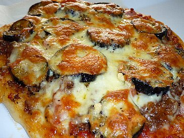 茄子とウィンナのミートピザ