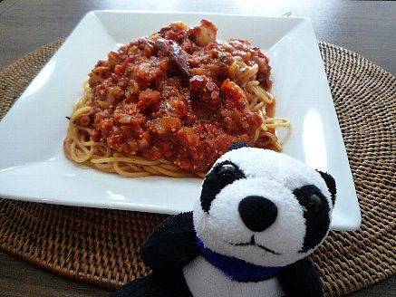 タコのピリ辛トマトソースパスタ