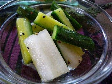 胡瓜とセロリのレモンペッパー和え