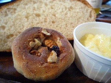 胡桃とドライフルーツのパン
