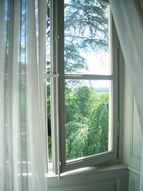 ショパンの部屋の窓