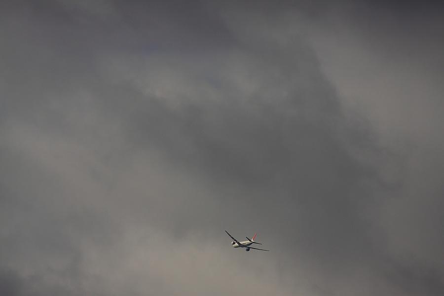 今朝の南西の空&JAL B777-346 JAL2081@エアフロントオアシス下河原(by EOS50D with SIGMA APO 300mm F2.8 EX DG/HSM)
