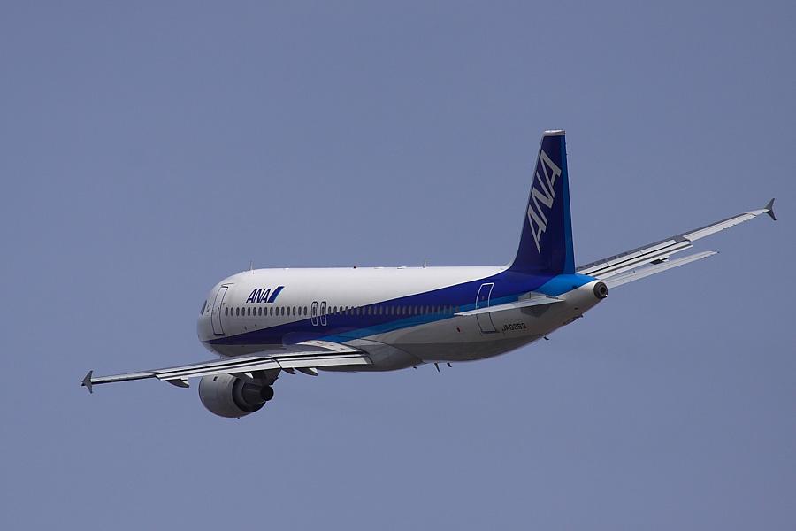 ANA A320-211 ANA503@RWY14Rエンド道路脇(by EOS50D with SIGMA APO 300mm F2.8 EX DG/HSM + APO TC2x EX DG)