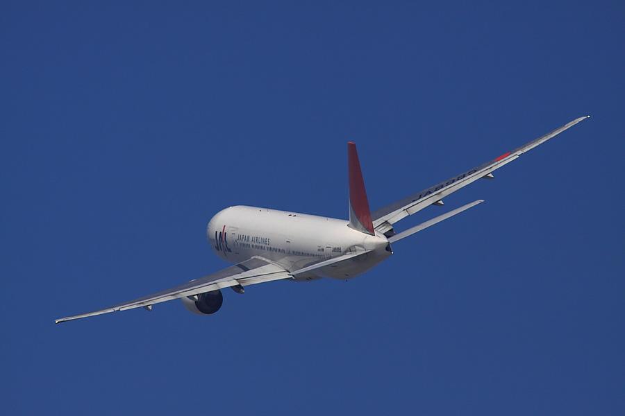 JAL B777-246 JAL112@RWY14Rエンド・猪名川土手(by EOS50D with SIGMA APO 300mm F2.8 EX DG/HSM + APO TC2x EX DG)