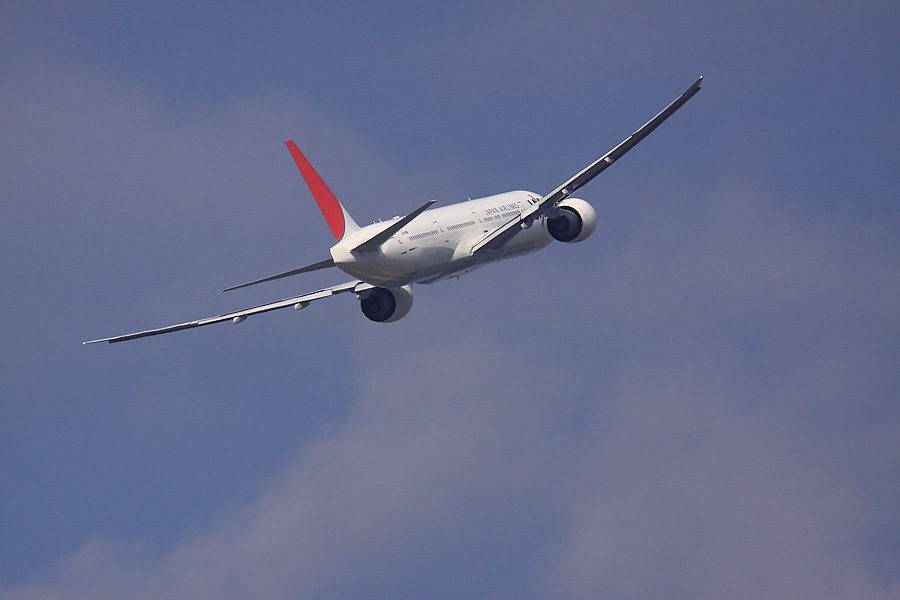 JAL B777-346ER JAL3002@下河原緑地公園展望デッキ(by EOS50D with SIGMA APO 300mm F2.8 EX DG/HSM + APO TC1.4x EX DG)