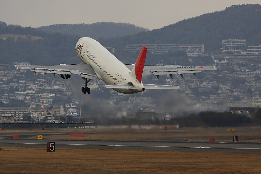 JAL A300-622R JAL120@伊丹スカイパーク(by EOS50D with SIGMA APO 300mm F2.8 EX DG/HSM)