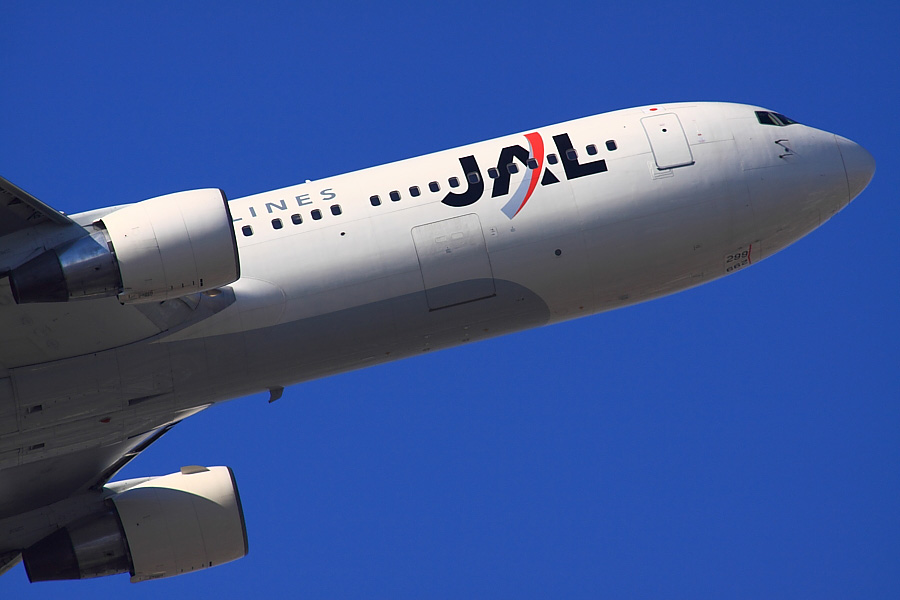 JAL B767-346 JAL104@下河原緑地公園展望デッキ(by EOS50D with SIGMA APO 300mm F2.8 EX DG/HSM + APO TC2x EX DG)