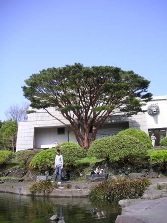 f-090428-70