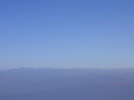 遠くに北アルプス