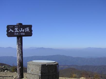 入笠山頂上と。。御嶽も