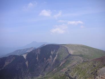 横岳から望む硫黄岳