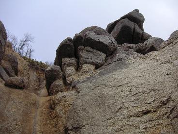 長いクサリの掛かる登り