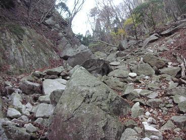 岩ゴロの谷
