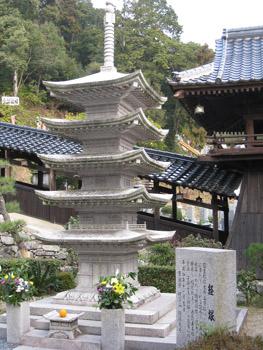 石の五重塔