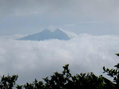 霧の由布岳