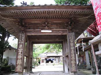 椿堂 山門