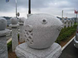 ふぐの石像