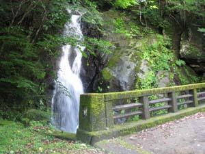 県道10号線の滝