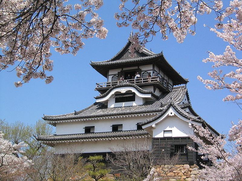 800px-Castle_in_Inuyama.jpg