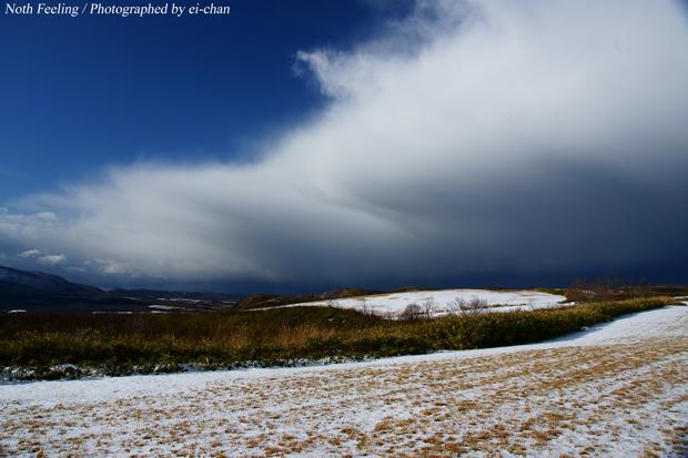 North Feeling 雪雲と積丹の台地