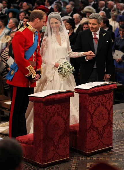 royal-wedding-inside-kate-william-04292011-11-430x588.jpg