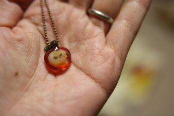 りんごのネックレス