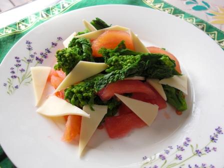 菜の花トマトチーズのサラダ