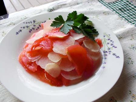 トマトとヤーコンのサラダ
