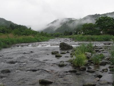 大堰堤上の渓相