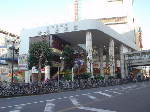 新京成電鉄新津田沼駅イトーヨーカドービル内のファミール001