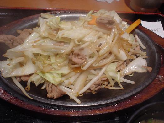 ご飯おかわり自由な市川食堂で肉野菜炒め定食051