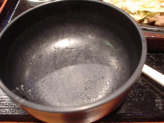 ご飯おかわり自由な市川食堂で肉野菜炒め定食053
